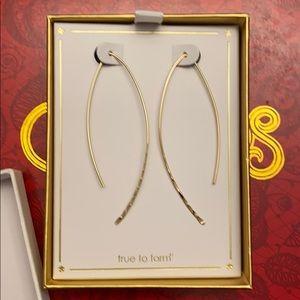 True to form gold tone earrings
